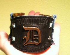 Upcycled leather jean tag cuff. At Bella Tosoro Jewelry`s Etsy shop.