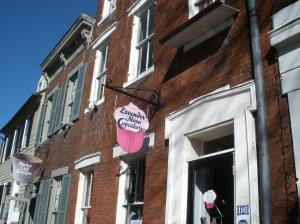 lavendar moon cupcakery facade